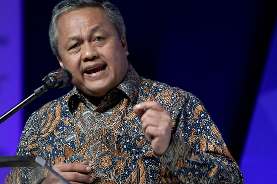 Bank Indonesia Chief Says Rate Is on Hold Amid Global Risks