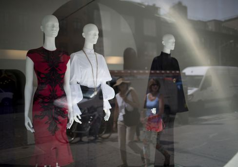 Consumer Comfort in U.S. Rises to Five-Year High on Economy View