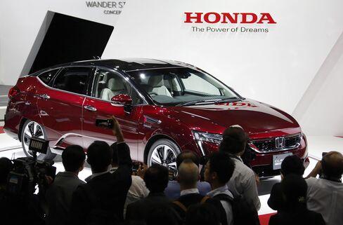 Honda FCX Clarity sedan