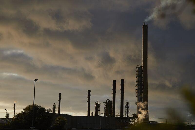 Exxon zamyka rafinerię w Altone, ponieważ pojemność Australii maleje.