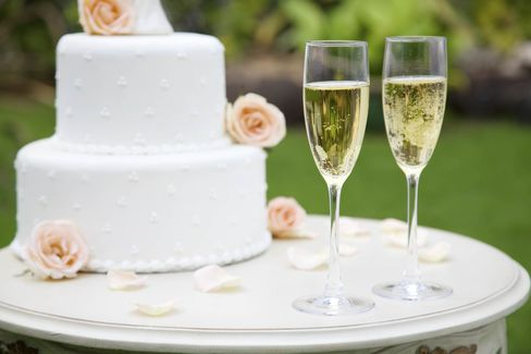 あなたの結婚式なら好きなお酒を飲んで酔ってしまおう