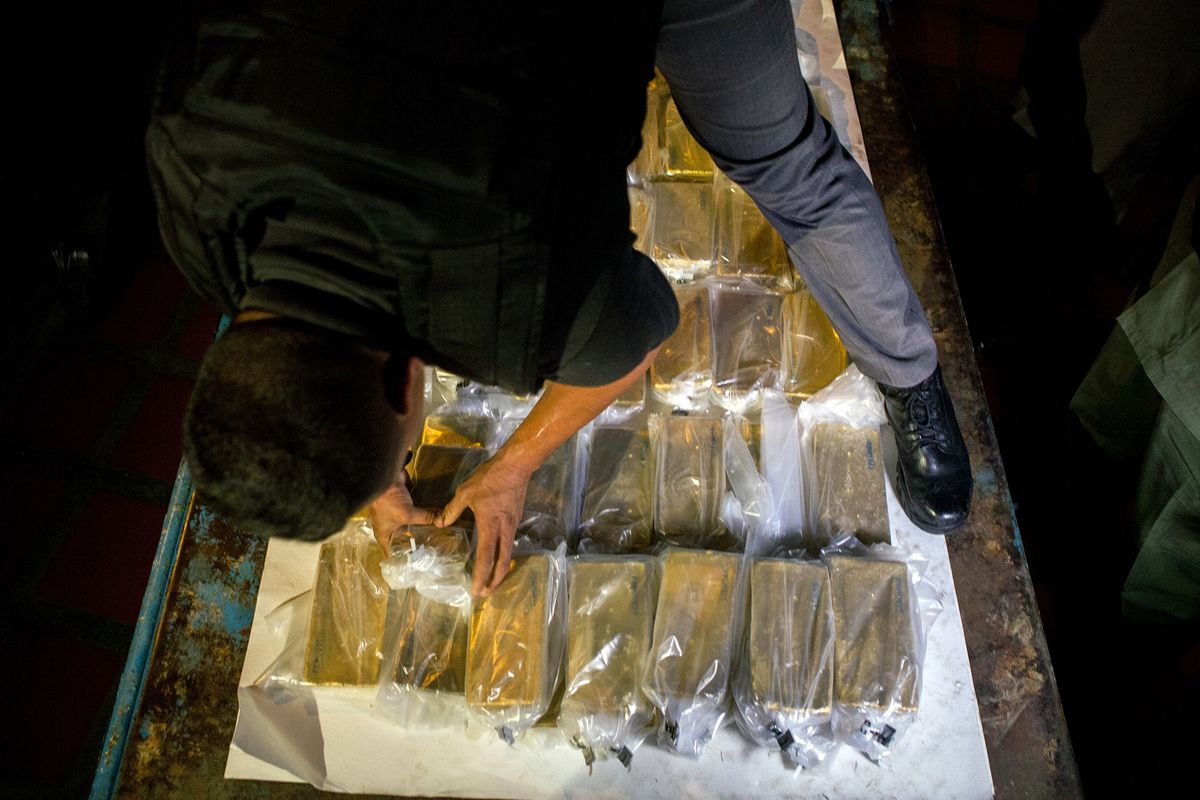 A Wild Plan to Pull Gold Out of London Intrigues Maduro Officials