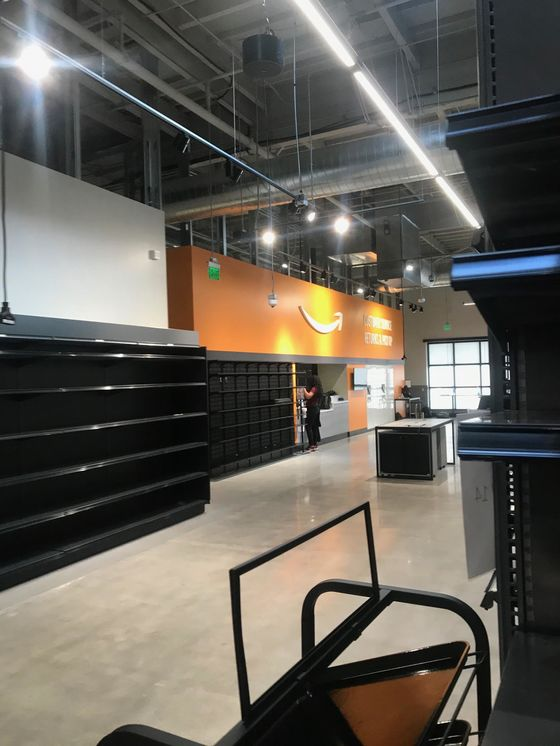 Amazon's New Grocery Store Looks a Lot Like, Well, a Supermarket