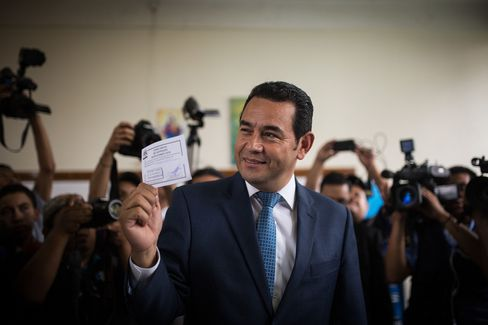 Jimmy Morales candidate to presidency of Guatemala goes to vote