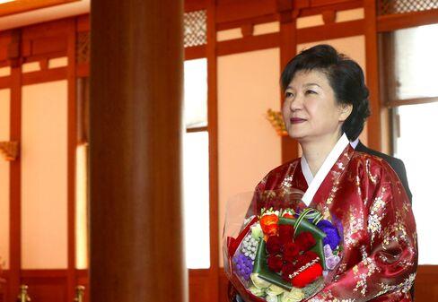 Dictator's Daughter Returns to S. Korea Presidential Mansion