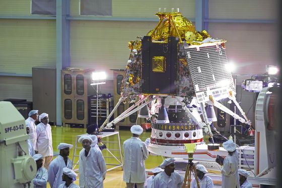 Moon-Mission Glitch Sets India Back in Global Space Race