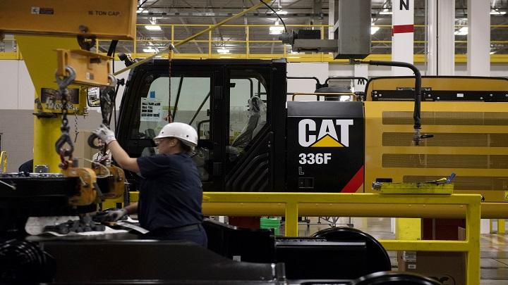 Caterpillar Beats 1Q Sales, Profit Estimates on Mining Boost