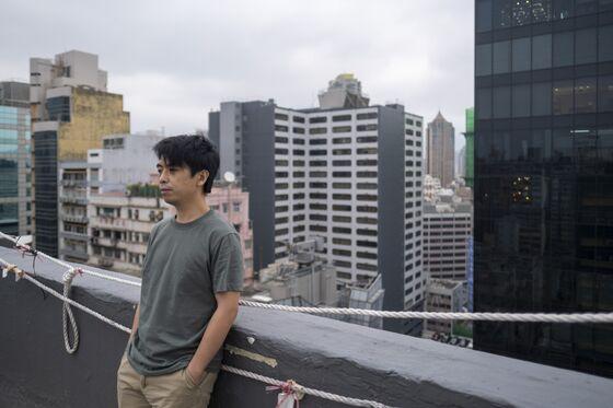 Stay or Moveto U.K.? Hong Kong Locals FaceHardChoiceas China Reshapes City