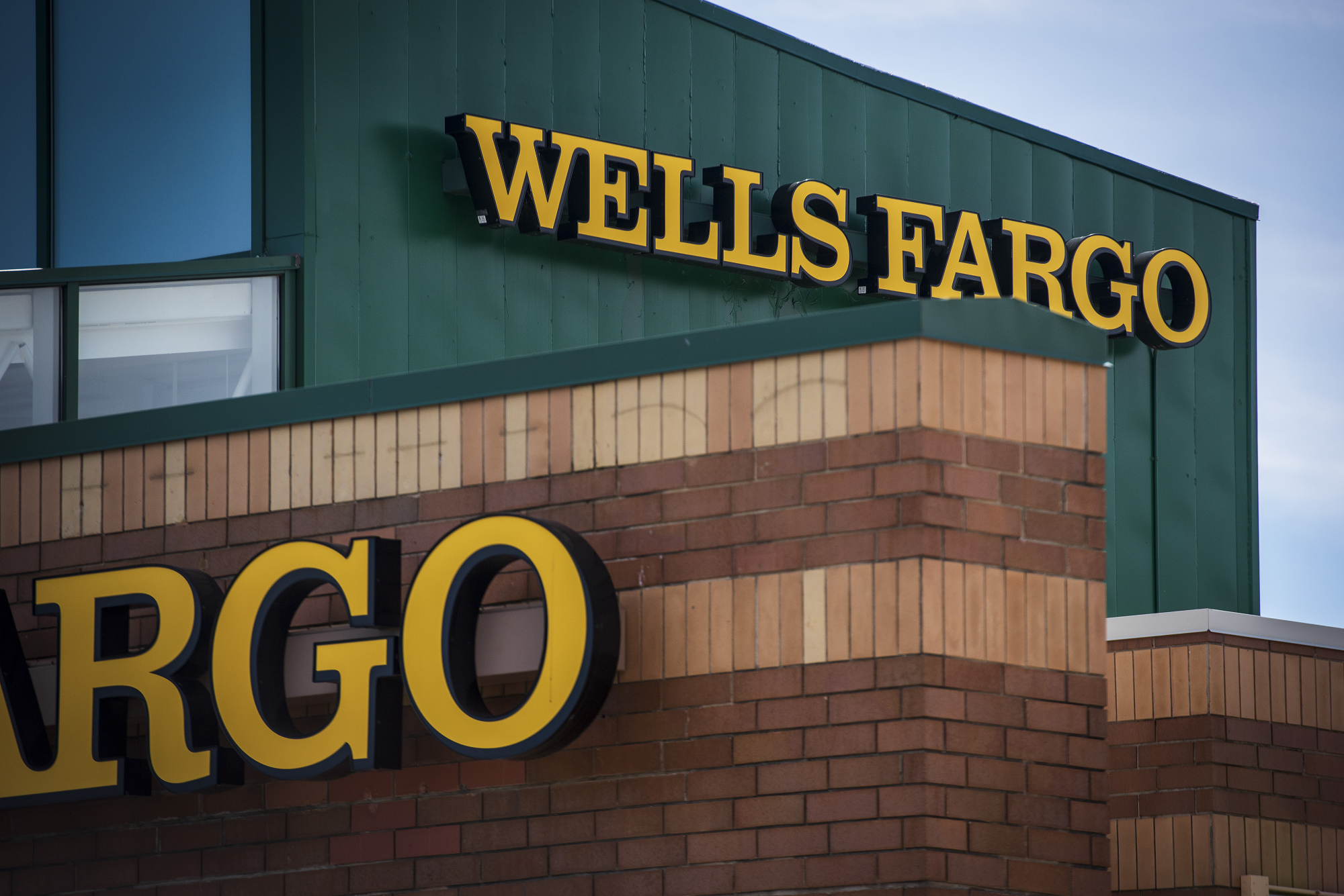 Wells Fargo Is Said to Weigh Sale of Retirement-Plan Unit