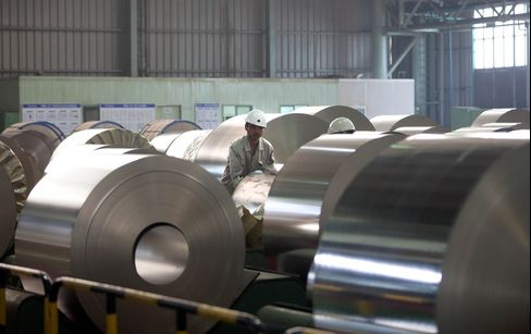 China's Manufacturing Contracts for First Time Since 2009
