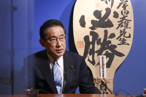 Japan's Ruling Party Leadership Contenders Vow to Defeat Deflation
