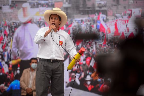 Peru Presidential Election Tightens in Poll After Deadly Attack