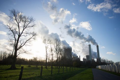 Carbon Plunges as EU Panel Stalls on Fast-Track Glut-Fix Talks