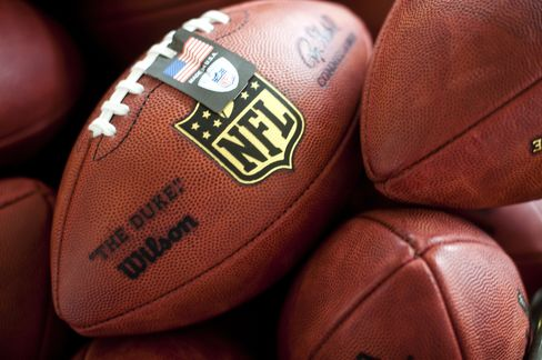 Sportscaster Hill Suspended by ESPN After NFL Boycott Call