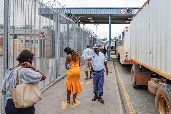 SouthAfrica's Busiest Border Closes After Week of Covid Chaos