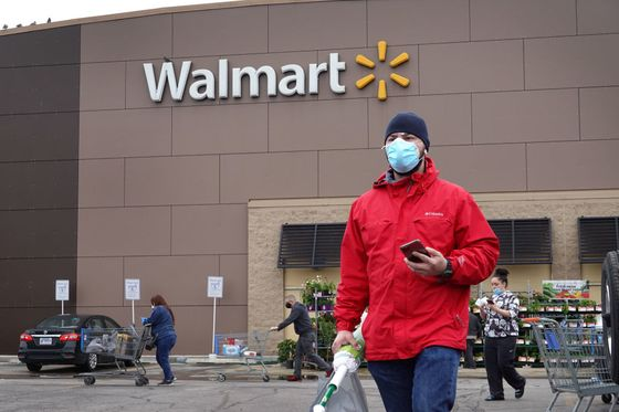 'Stay Calm': Walmart Trains Staff How to Deal With the Maskless