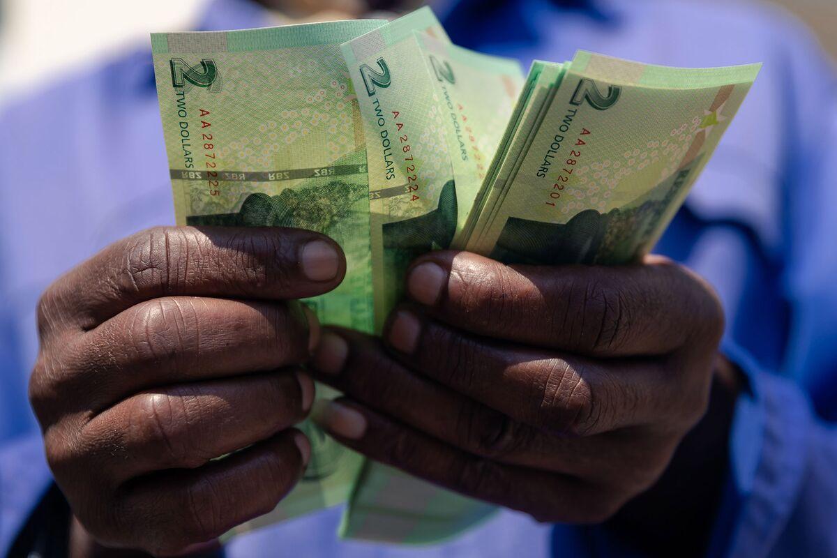 Zimbabwe Threatens Black Market Traders Amid Free-Falling Dollar