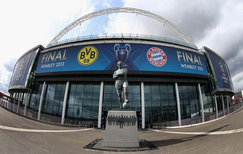 Bayern Fan Uses Oktoberfest Beer as Champions League Ticket Lure