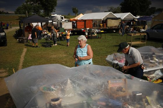 America's 690 Mile-Long Yard Sale Entices a Nation of Deal Hunters