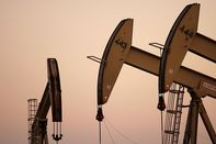 relates to Futures in Focus: Oil's Plunge, Copper and U.S. Dollar