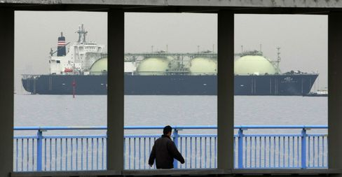 Japan's Abe Plans to Ask Obama to Approve Shale Gas Exports