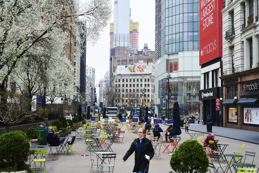 New York City To Close All Non Essential Businesses Sunday Bloomberg