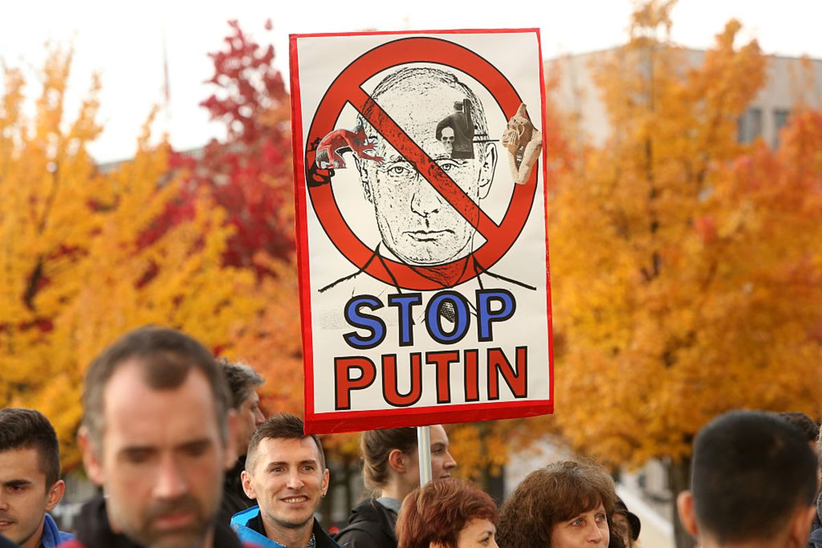 Obama Should Out Putin's Wealth as Payback for Election Hacking