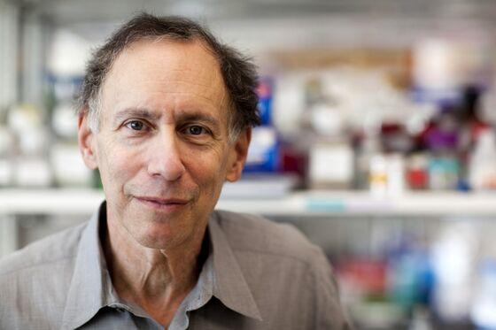 MIT Professor's Moderna Stake on Brink of Topping $1 Billion
