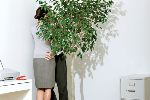 How to Navigate an Office Romance
