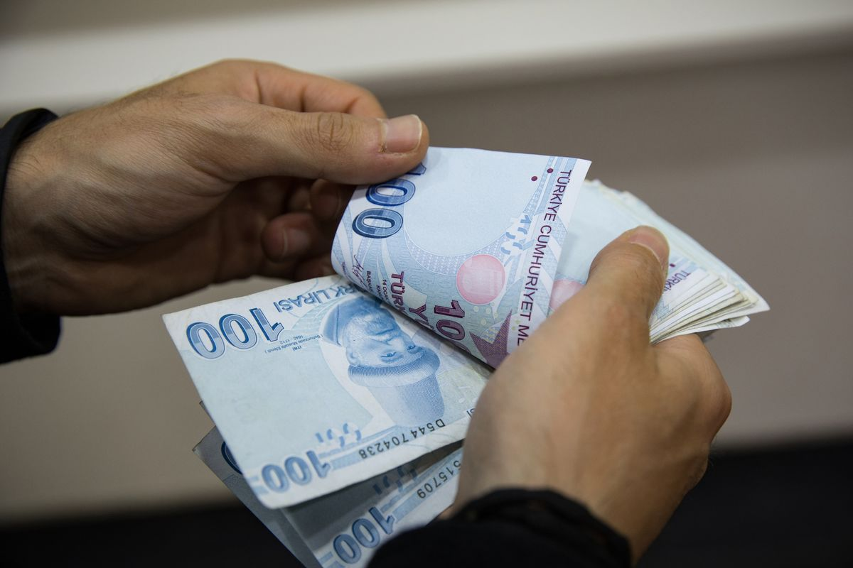 Turkish State Banks Move to Lift Lira as Market Rout Deepens