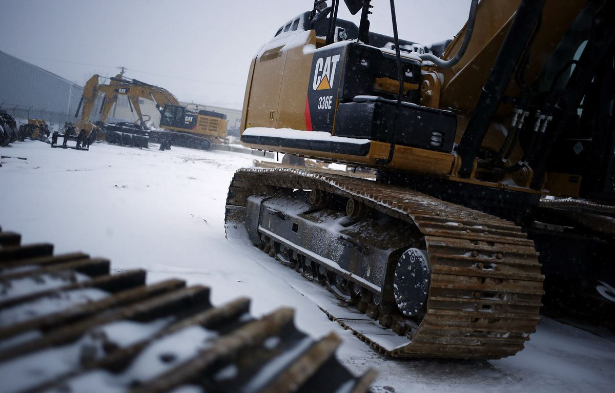 Caterpillar Sags as Global Gloom Weighs on Bellwether Industrial