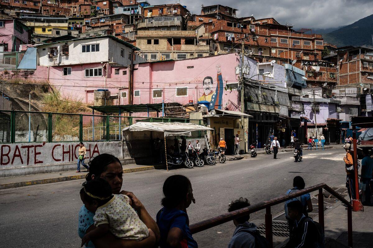 Maduro Vows `Deep' Change in Venezuela Government Amid Pressure thumbnail