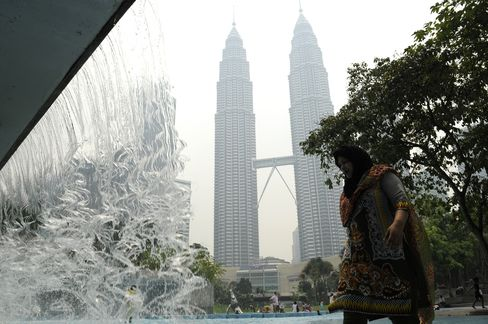 Indonesia Prepares Cloud Seeding as Haze Returns to Malaysia