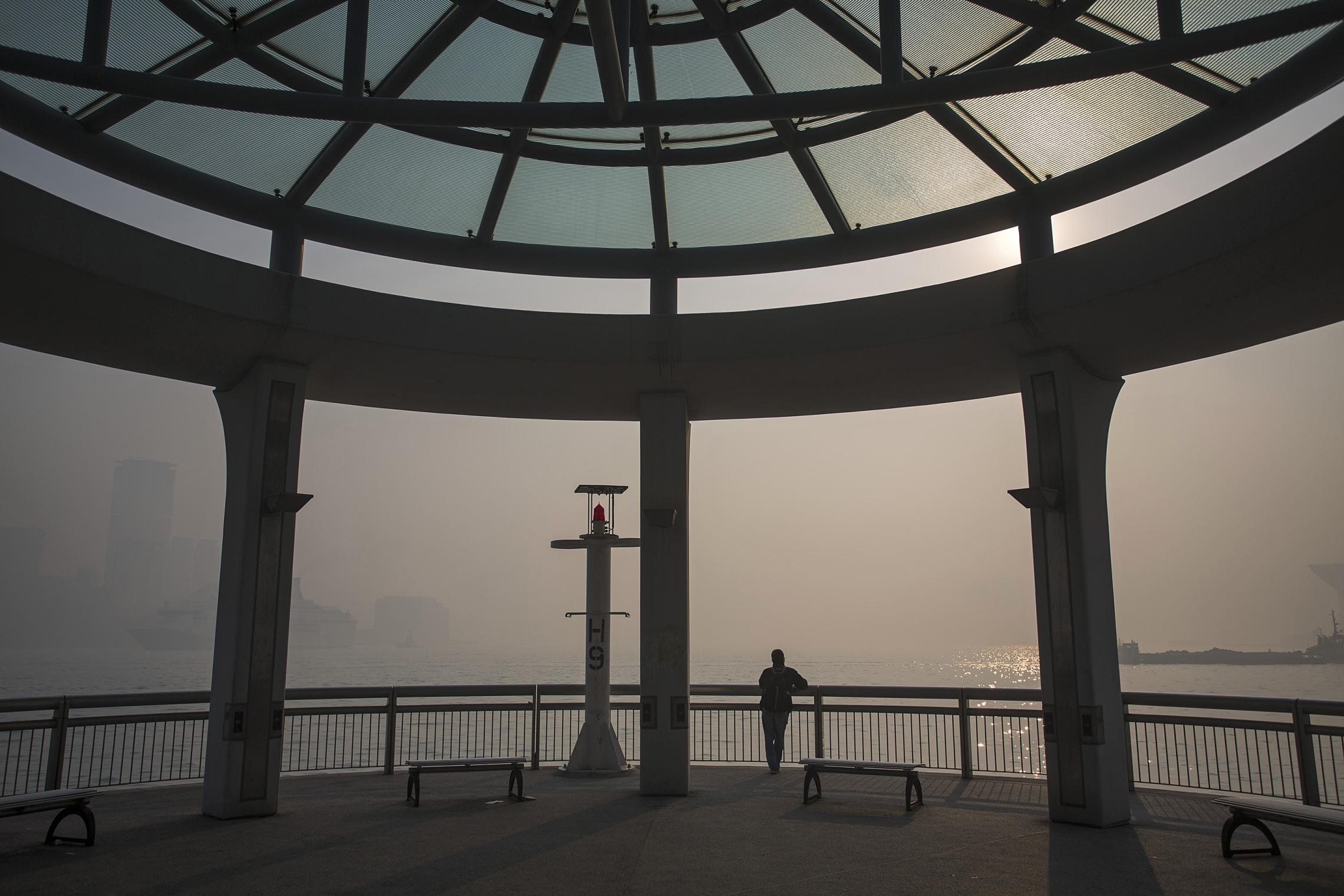 Hong Kong Banks Cast Pall Over Property by Raising Rates - Bloomberg