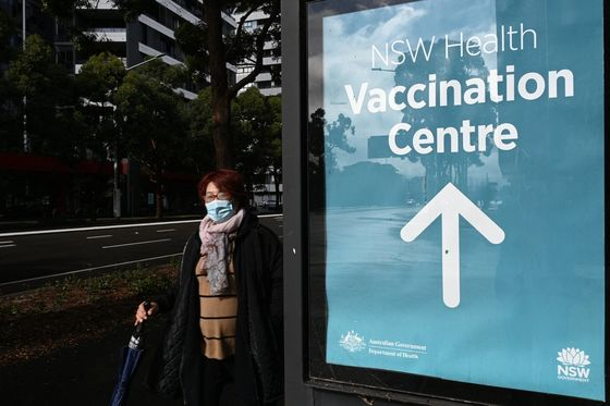 Australia Hit By New Lockdown as Slow Vaccine Rollout Criticized