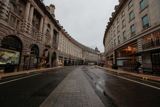 U.K. Offices and Malls Are Emptying at Fastest Pace in Years