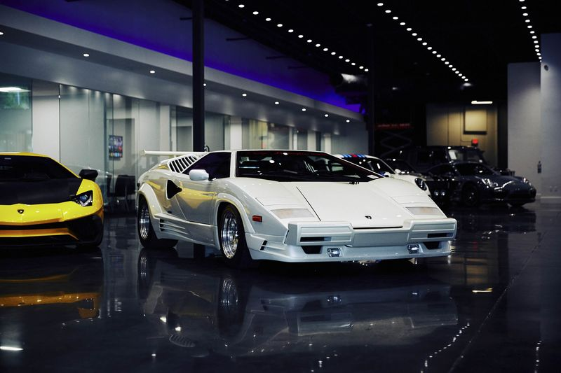 Romancing The Supercar Buyer How Luxe Car Dealers Clinch A Sale - Lamborghini car dealership