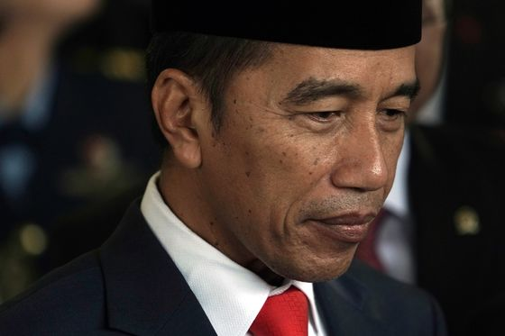 Indonesia's Jokowi Warns of Economic Calamity From Forest Fires