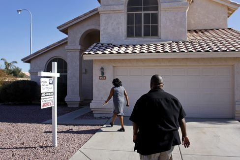 Mortgage Rates in U.S. Tumble to Lowest