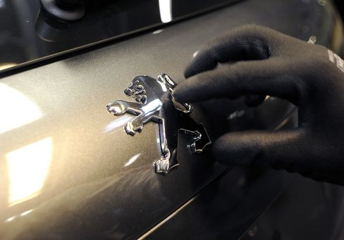 Peugeot May Lift Job Cuts Target to 10,000 Positions, Union Says